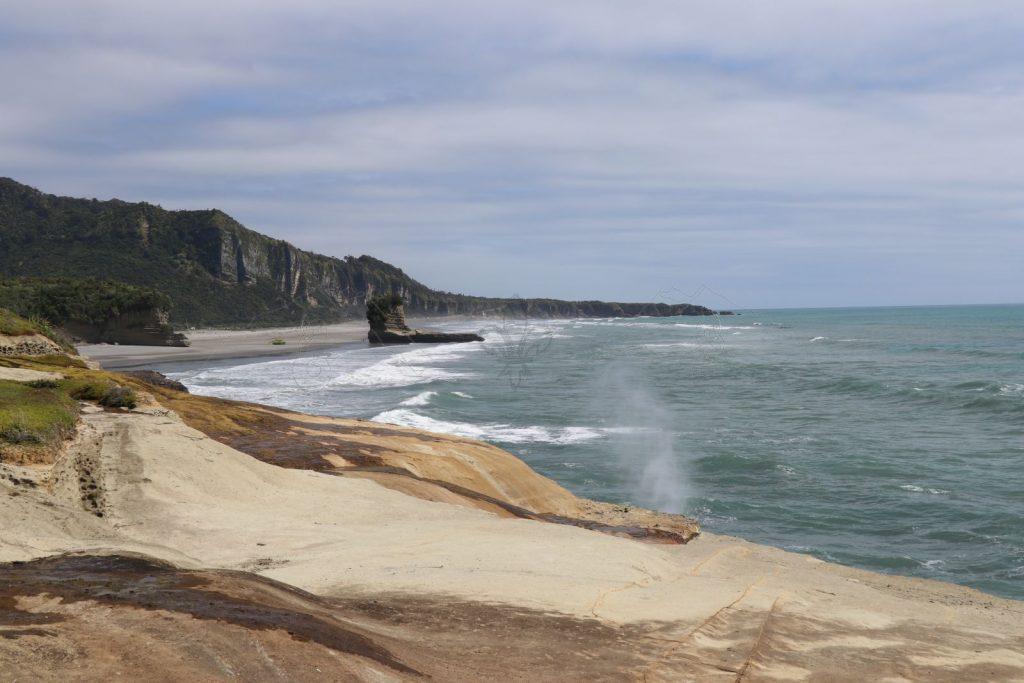 Blick vom Ende des Truman Tracks in Richtung Pancake Rocks.