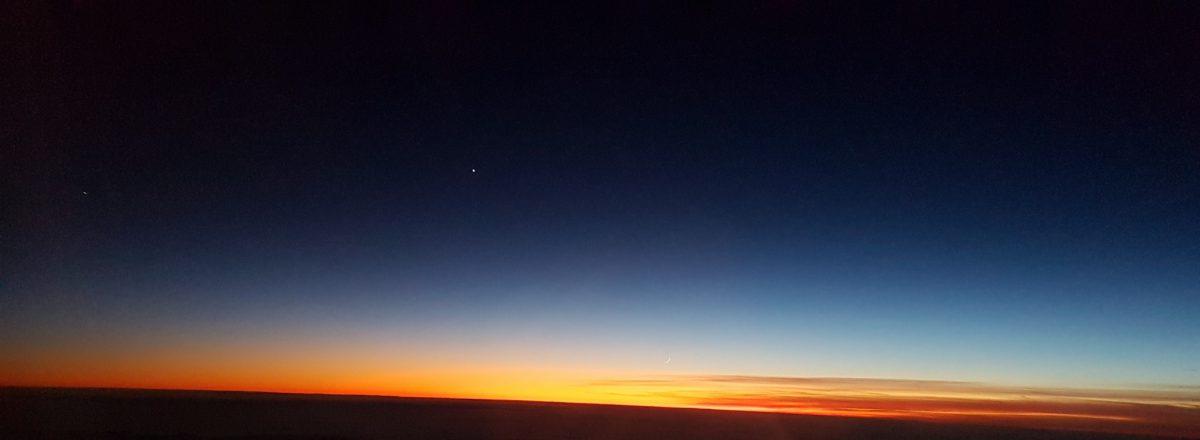 Sonnenuntergang mit Mondsichel