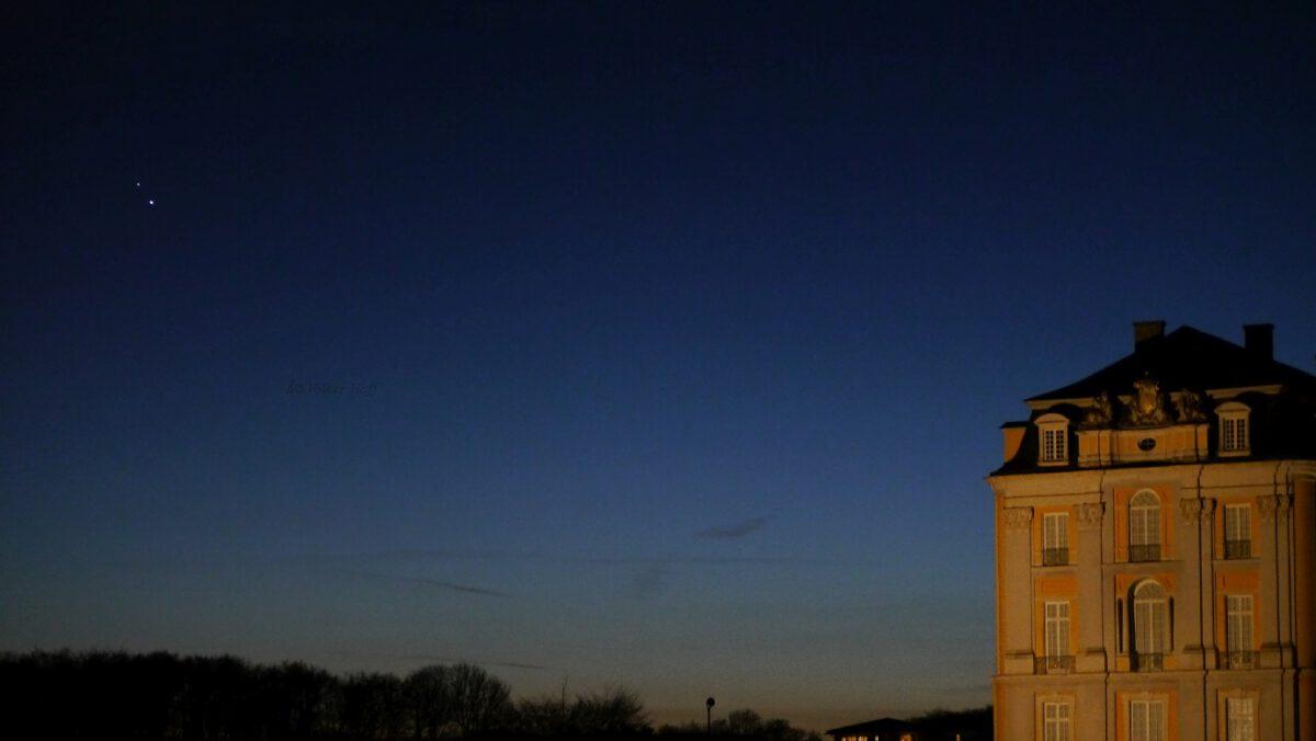 Jupiter und Saturn mit Mond über Schloss Augustusburg, Brühl